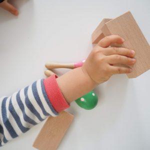 小さな大工さんサンプルと1歳の手